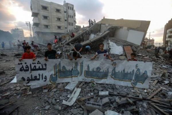 """مؤسسة """"المسحال"""" الثقافية تُعلق على تدمير طائرات الاحتلال للمبنى بغزة"""