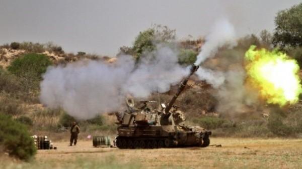 """مدفعية الاحتلال تقصف منزل لعائلة """"أبو عابدة"""" شرقي البريج وسط قطاع غزة"""