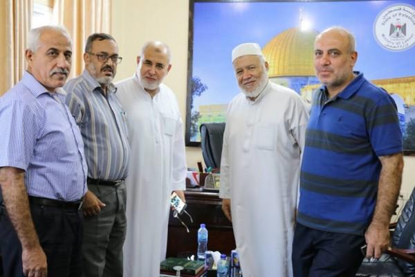 نواب محافظة غزة يلتقون وكيل وزارة العمل ويناقشون قضايا هامة معه