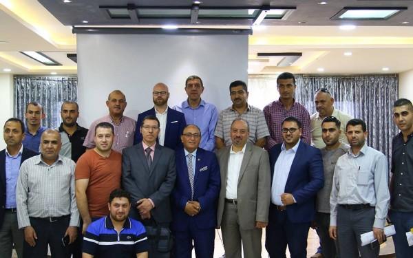 البنك الإسلامي الفلسطيني يشارك في ورشة الطاقة المتجددة في الخليل