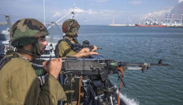 بعد قطعهم نصف ميل بحري.. بحرية الاحتلال تعتقل أربعة صيادين وتقودهم لميناء اسدود