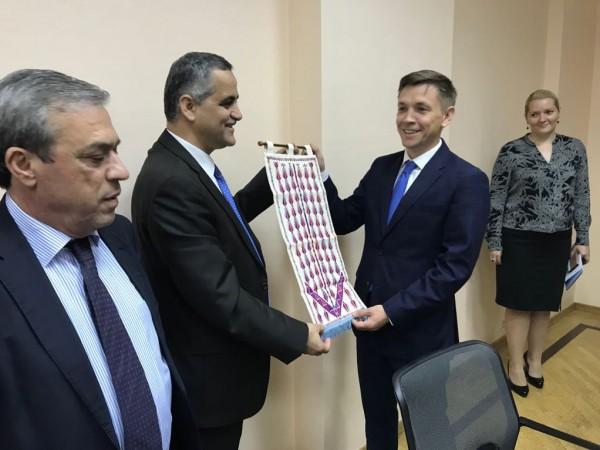 وزير الاتصالات الفلسطينية يلتقي بنظيره الروسي لتطوير العلاقات الثنائية