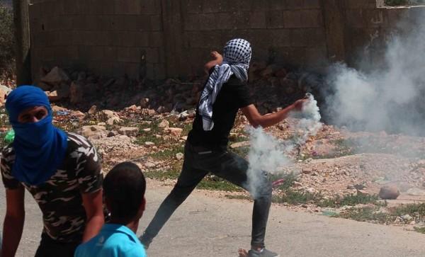إصابة العشرات بالاختناق جراء قمع جيش الاحتلال لمسيرة كفر قدوم الأسبوعية