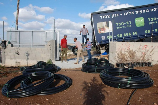 اتحاد جمعيات المزارعين الفلسطينيين يبدء بتسليم المزارعين مواد وأدوات زراعية