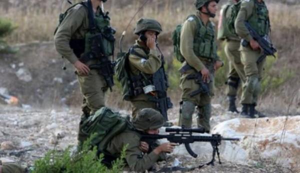 قوات الاحتلال تطلق النار على فلسطينيين حاولوا اجتياز السياج جنوب القطاع