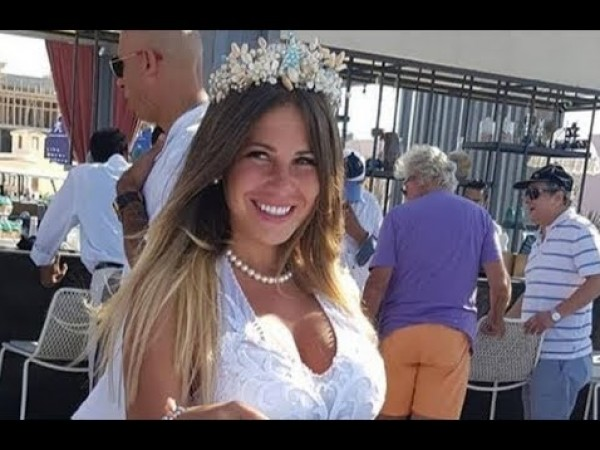 شاهد: منة حسين فهمي تنشر صور جديدة من حفل زفافها