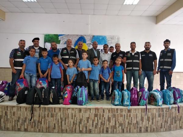 كلاسيك فلسطين رايدرز يوزع الحقيبة المدرسية على طلاب مدرسة الايتام في العيزرية