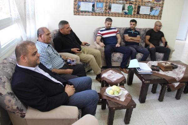 حركة فتح توزع مرواح على المدارس في قلقيلية