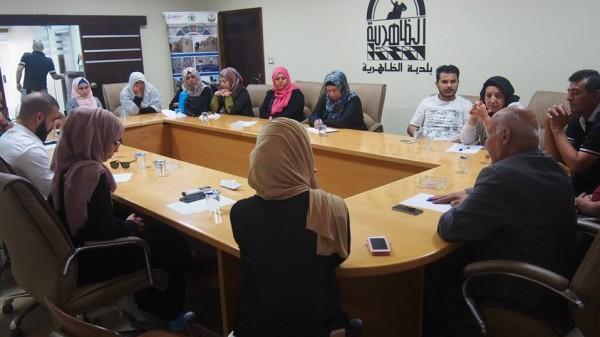 المركز الفلسطيني يعقد جلسة حوار متعدد الأطراف في بلدية الظاهرية