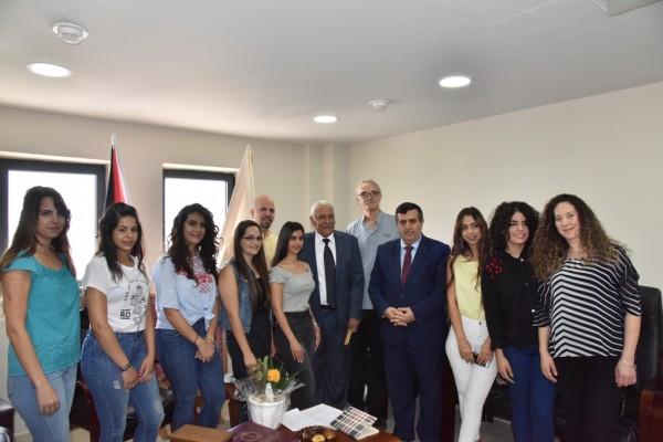 طالبات جامعة بيت لحم يزرن بلدية بيت لحم بعد إنهائهن تدريبهن في مجال الفندقة