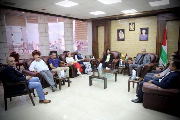 محافظ طولكرم يلتقي عميد كلية الزراعة والطب البيطري في جامعة النجاح
