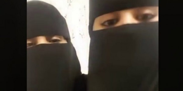 """فتاة تكشف ملابسها في السعودية من تحت العباءة لرجل مجهول.. ومطالبة بإعادة تفعيل """"الهيئة"""""""