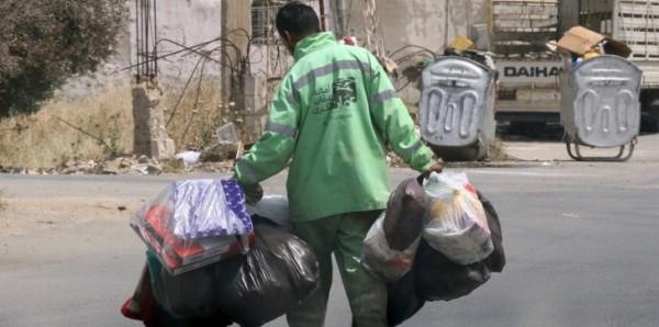 صورة لعامل نظافة تثير غضب الأردنيين.. وبدء تحقيق رسمي