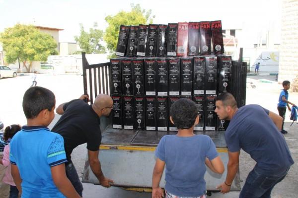 حركة فتح تستكمل حملة توزيع المراوح على المدارس في قلقيلية