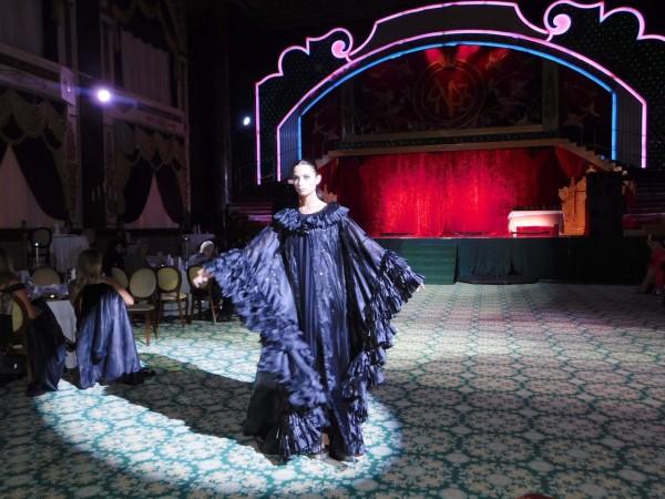 عبايات وفساتين منى المنصورى يخطف أنظار سيدات مجتمع الـ  VIPفى موسكو