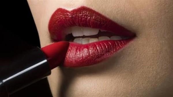 5 نصائح لوضع أحمر الشفاه بطريقة احترافية