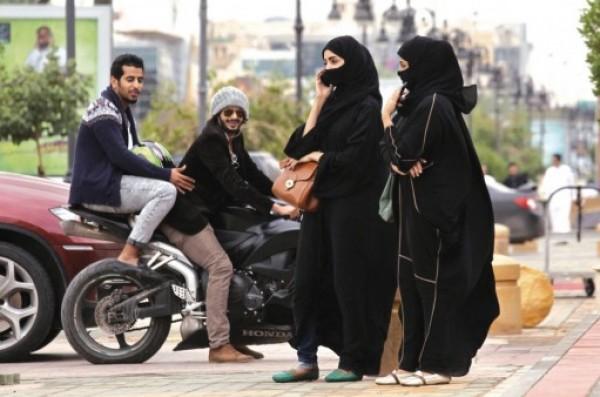 الكويت.. تحرش بفتاة فتلقى مفاجأة دفعته لتسليم نفسه للشرطة بنفسه