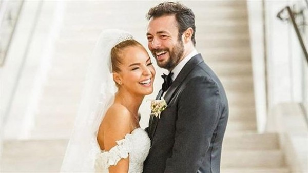مشاهير تركيا يشاركون المغنية بانغو سعادتها بيوم زفافها