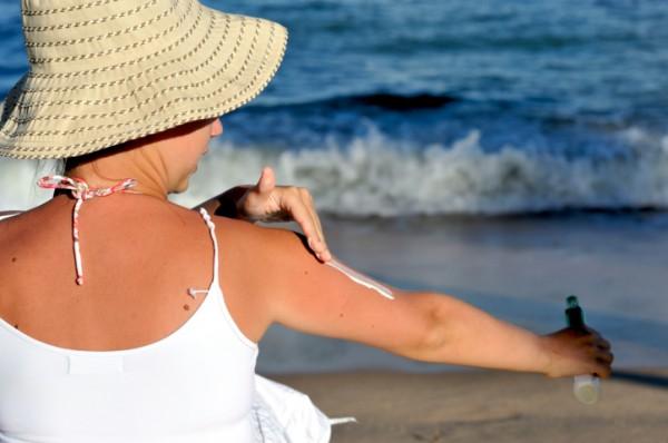 """لن تتخلي عن """"كريم الشمس"""" بعد معرفة فوائده على الصحة الجلدية"""