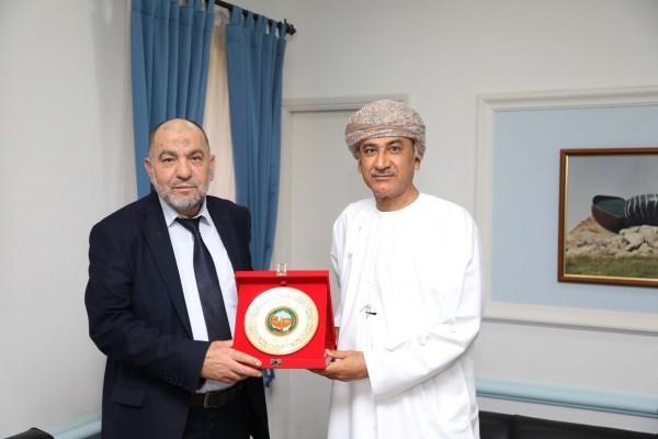 وفد بلدية الخليل يستهل زيارته لسلطنة عُمان بزيارة بلدية العاصمة مسقط