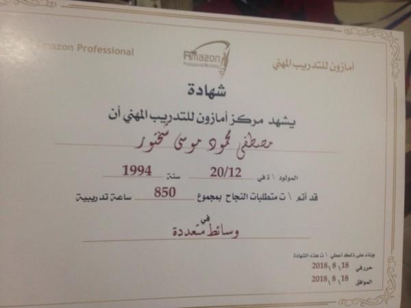 الإعاقة لم تحل بين مصطفى وحلمه في إتقان التصوير والمونتاج