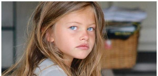 """شاهد كيف أصبحت """"أجمل طفلة في العالم"""" بعد مرور 10 سنوات"""