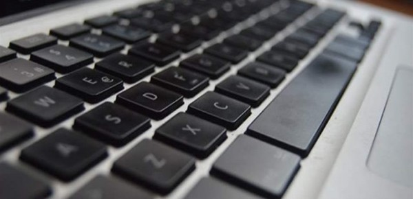 للموظف.. 7 أشياء لا تبحث عنها في كمبيوتر العمل وإلا ستُلاحقك الفضيحة والإحراج