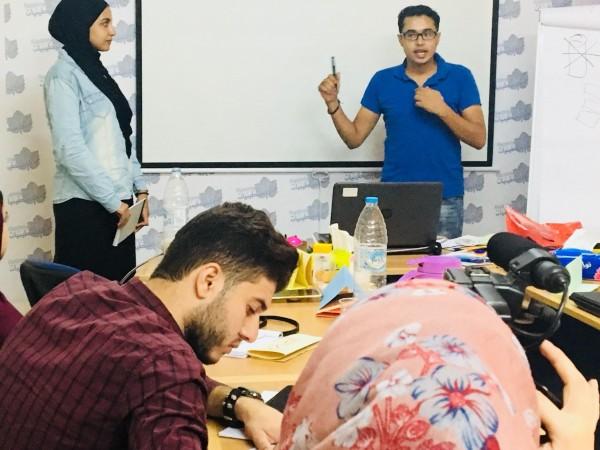فلسطينيات تنهي تدريب مدربين في المناظرات