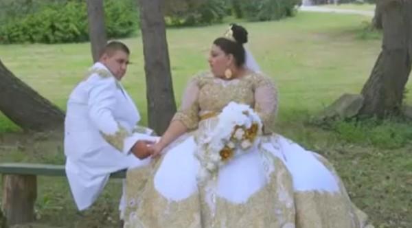 فيديو حفل زفاف خيالي تتساقط فيه أمطار من الذهب وأوراق اليورو