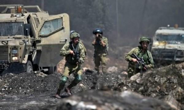 """إصابة مصور صحفي والعشرات بالاختناق خلال قمع جيش الاحتلال لمسيرة """"كفر قدوم"""""""