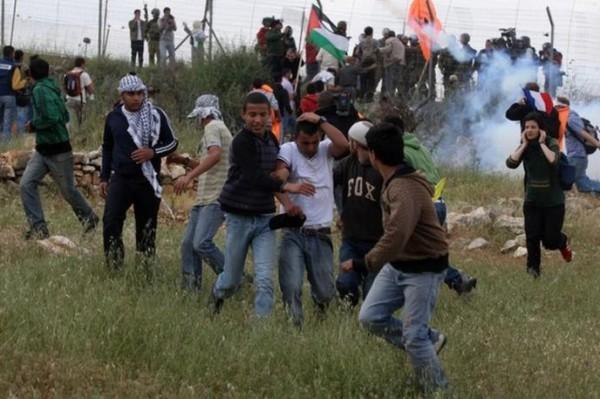 إصابات بالاختناق جراء قمع الاحتلال مسيرة بلعين الأسبوعية