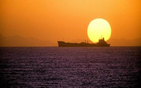 خبير فلكي يُوضح حقيقة طلوع الشمس من مغربها