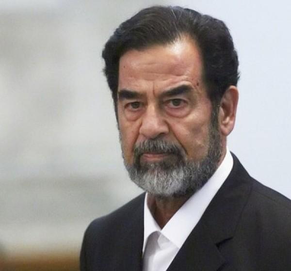 فيديو: لأول مرة.. الكشف عن رسالة مثيرة بعثها صدام حسين من محبسه