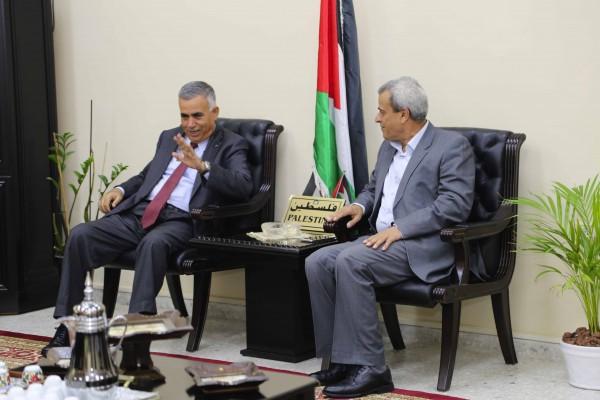 محافظ قلقيلية يلتقي وزير الحكم المحلي ويبحث معه عددا من القضايا
