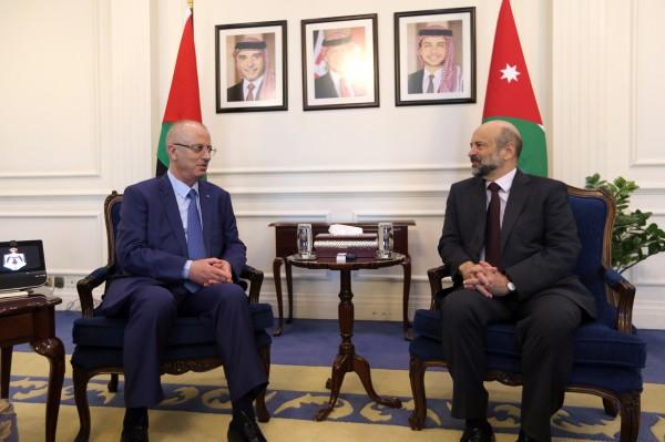 الحمد الله يلتقي نظيره الأردني على رأس وفد وزاري في عمّان