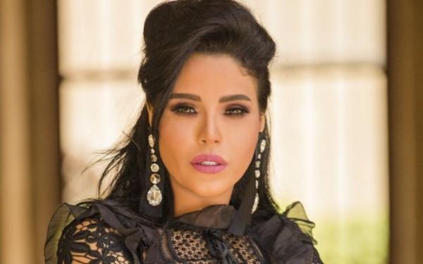فيديو: لماذا بكتْ أمينة أمام محمد منير؟