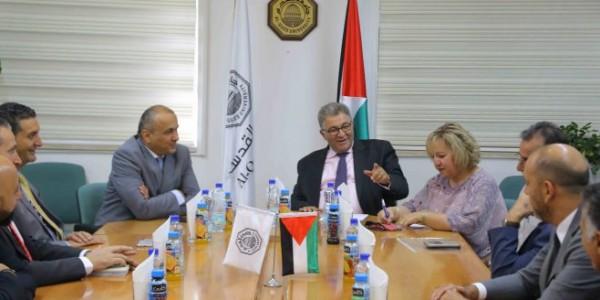 رئيس جامعة القدس يستقبل رئيس مجموعة الاتصالات الفلسطينية
