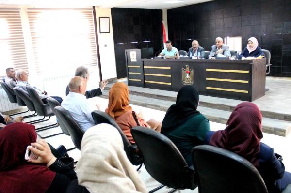 محافظة سلفيت ومديرية التنمية الاجتماعية تعقدان ورشة عمل حول قانون الجمعيات