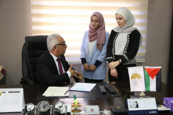 طالبتان جامعيتان تشغلان منصب رئيس غرفة تجارة رام الله