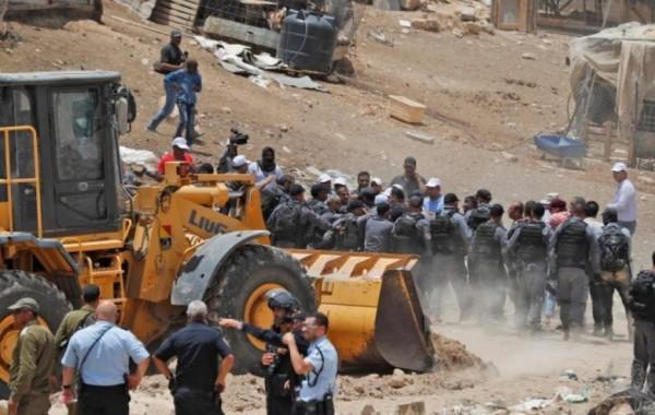وفد برلماني أوروبي: هدم قرية (الخان الأحمر) يرتقي إلى جريمة حرب