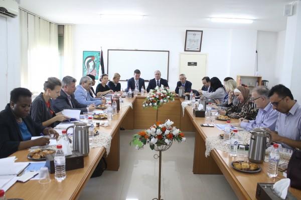الوزير الشاعر يحث المجتمع الدولي والمنظمات الدولية على إدانة محاولات تسييس المساعدات الإنسانية
