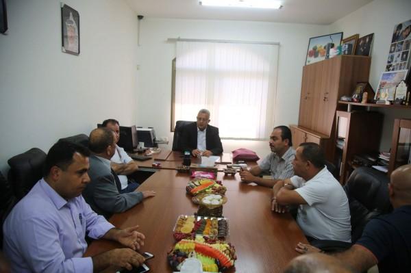 محافظ طولكرم عصام أبو بكر يزور شركة المقالدة للتجارة العامة