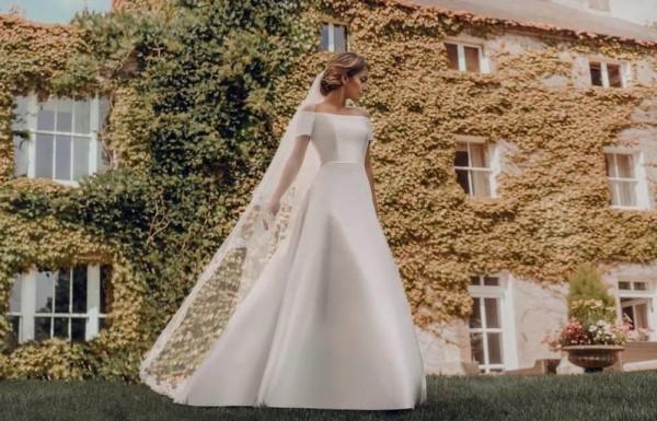 27d039a8b صور: فساتين زفاف فخمة بصيحة الأوف شولدر لإطلالة عصرية | دنيا الوطن