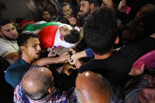 جماهير غزة تُشيّع جثمان الشهيد كريم كلاب إلى مثواه الأخير