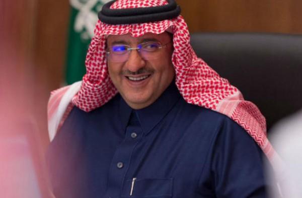 بعد تكهنات بخضوعه للإقامة الجبرية.. ظهور نادر لولي العهد السعودي السابق
