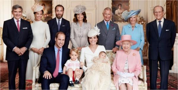 شاهدوا أكثر المواقف حرجًا للأسرة الملكية البريطانية.. تنظيف الأنف أمام الكاميرات