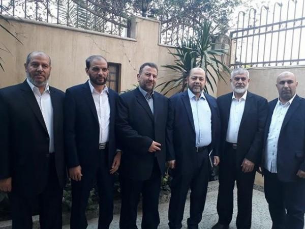 بالأسماء.. وفد حركة حماس يُغادر قطاع غزة عبر (معبر رفح) مُتجهاً للقاهرة