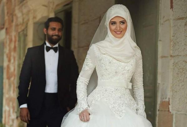 387eb16a06ba3 صور  فساتين زفاف محجبات تركية تألقي بها يوم زفافِك