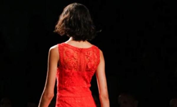 تألقي بإطلالة مثيرة بهذه الفساتين 9998915134