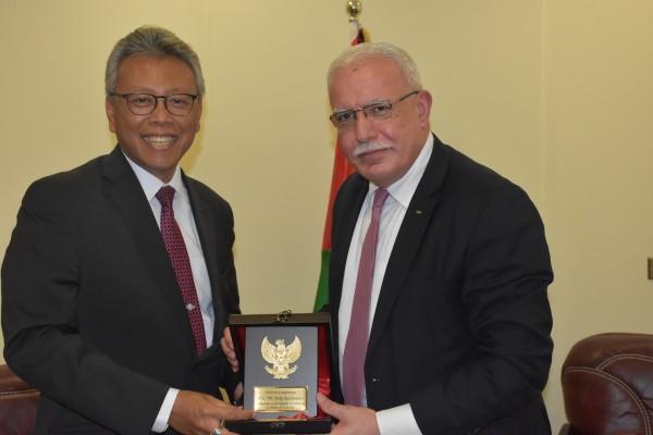 المالكي يشيد بالعلاقات الفلسطينية الإندونيسية